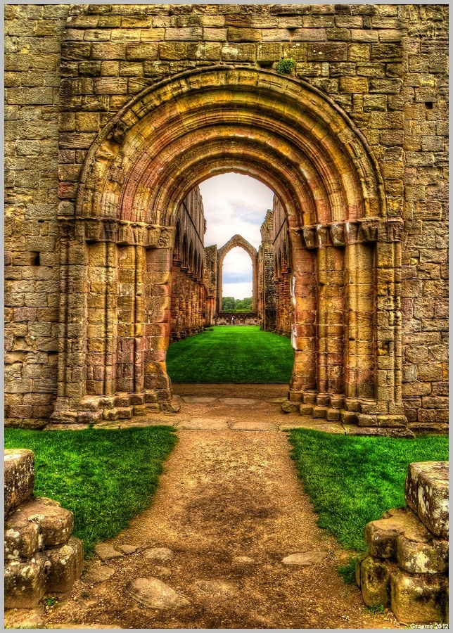 Through The Arches by Graeme Poetry, via 500px