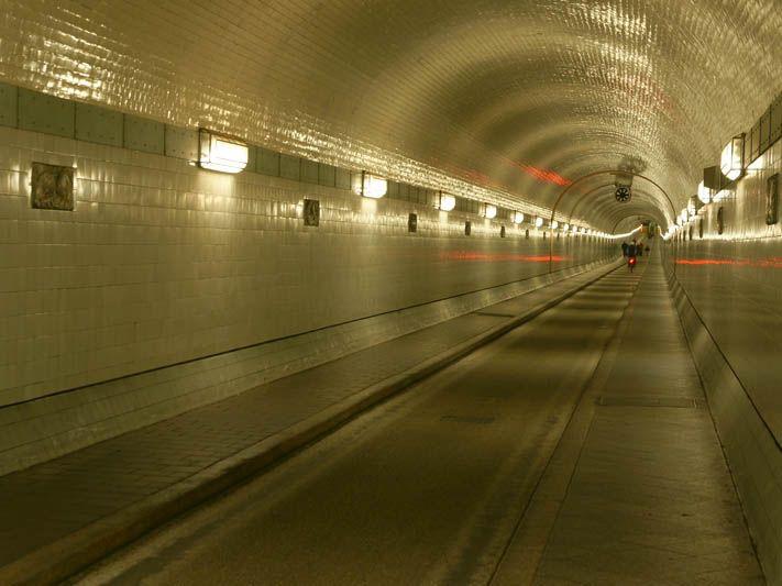 Alter Elbe Tunnel  Good walk