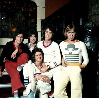 Scottish rock band 'The Bay City Rollers' pose for a portrait in circa 1975 in Los Angeles, California. (L-R) Alan Longmuir, Eric Faulkner, Stuart 'Woody' Wood, Derek Longmuir and Leslie Mckeown (front).