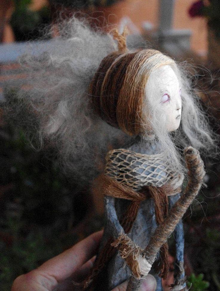 Muñeca artística de papel maché: Sibila, la pitia. Muñeca gótica modelo único. Figura artística. Muñeca de papel mache y pasta de papel. de Villaoscura en Etsy