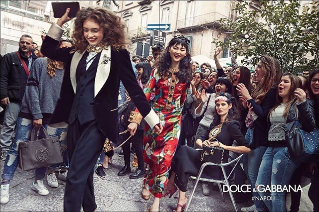 Dolce & Gabbana A/I 2016 ❤️NAPOLI❤️ #dgfamily @francopagetti @biancabalti #realpeople #emozioni #gente #italia #sud #fotoreporter