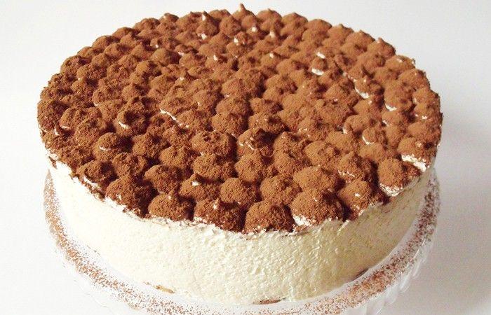 Kdo je fanouškem tiramisu, tak určitě zná tento recept. Výborný dort s mascarpone. V pozadí chuť vaječného likéru a v popředí chuť kávy. Hotová mňamka!