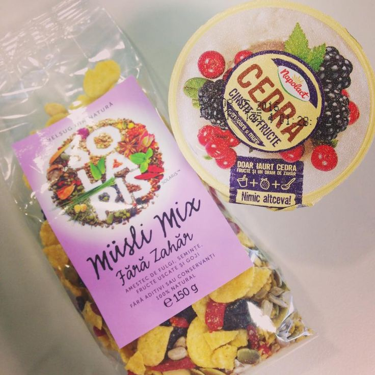 Mic dejun sau gustare: Musli mix Solaris fara zahar si iaurt Cedra cinstit cu fructe de padure: merisoare si mure