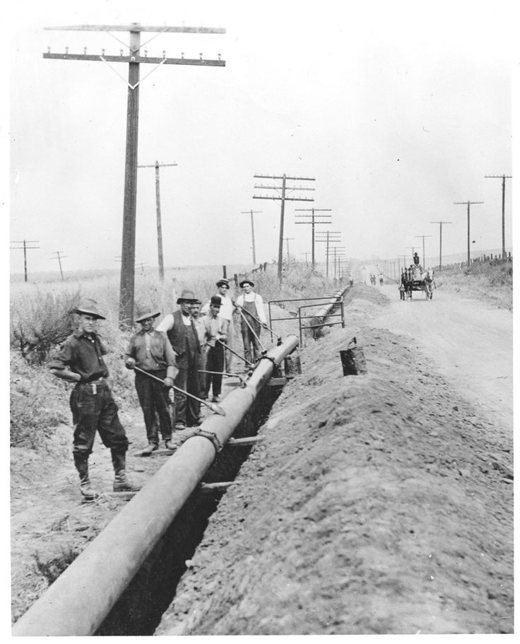 Installation of a gas line for Southern California Gas Company along San Fernando Road, 1910. The line was finished in 1912. By 1913, gas was being transported from the natural gas fields near Taft, California to the Burbank area. By 1924, services reached to Tujunga. Glendale Central Public Library. San Fernando Valley History Digital Library.