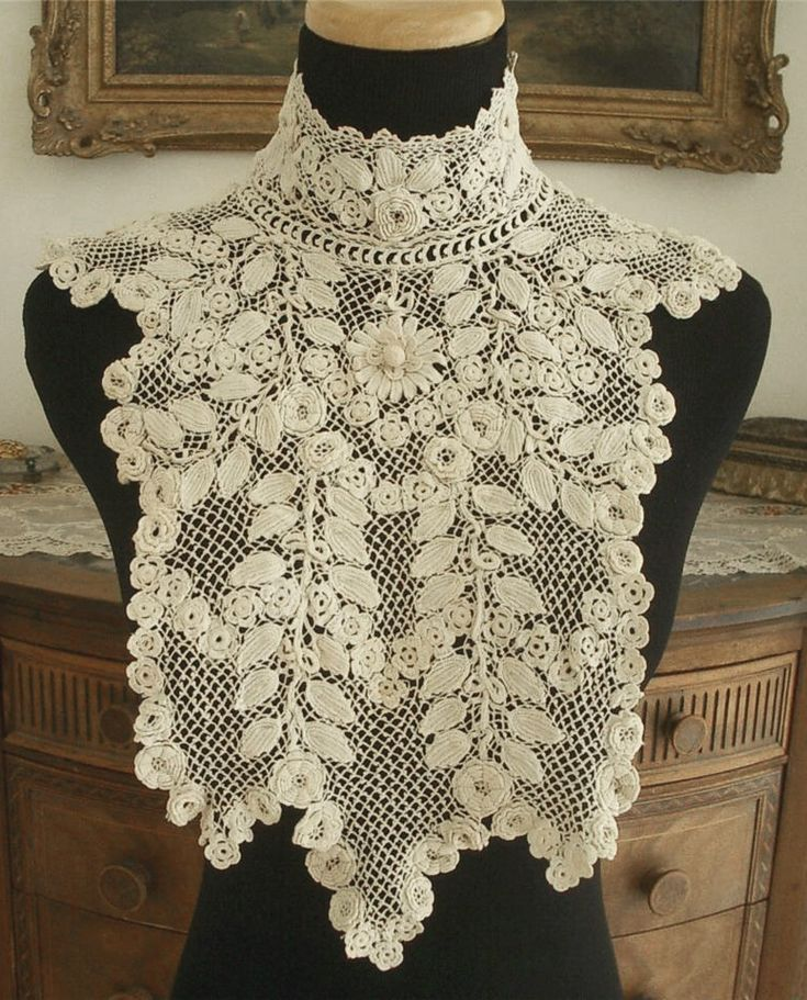 Irish lace full Edwardian antique collar.