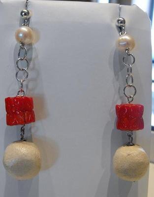 """Orecchini corallo-perle pietra leccese - """"Le Meraviglie della Pietra"""" - Castrignano dei Greci (Lecce) http://www.lemeravigliedellapietra.com/bijouxdodici.htm"""