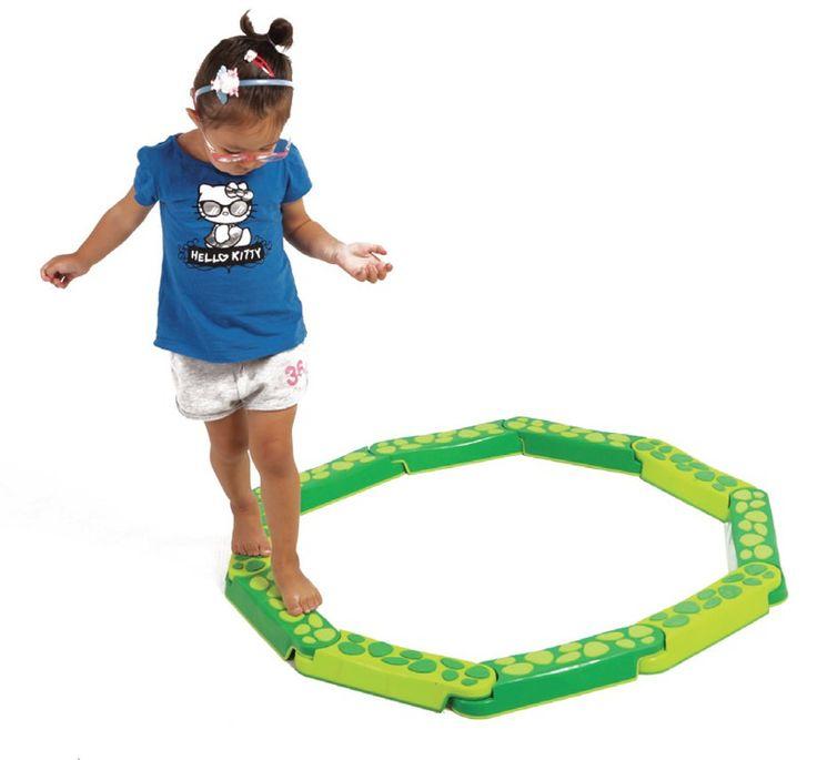 Via een eenvoudig te hanteren connector systeem de kinderen talloze rondleidingen kunnen creëren, terwijl het ontwikkelen van hun motoriek. Met anti-slip basis en oppervlakken voor meer veiligheid. - See more at: http://fysiotoys.nl/motorische-ontwikkeling-grove-motoriek-ruimtelijk-inzicht-lichaamsbewustzijn/balanceer-pad-slang#sthash.REZq6FAM.dpuf