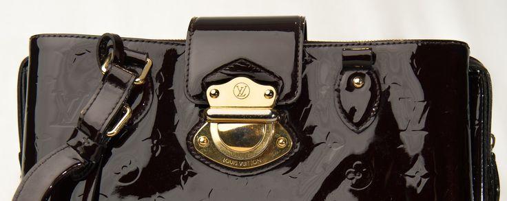 Louis V hos taske doktoren - Det er jo ikke hver dag, man ser Louis Vuitton taske i denne kvalitet, og det gør en trist, at se den gået i stykker på denne måde, når man ved, at det er et kvalitetsprodukt man får lov til at betale for. Tasken var gået i stykker ved hanken, som var knækket, og bunden at tasken som var gået ski... - http://sy-smeden.dk/2015/10/louis-v-hos-taske-doktoren/ - #Tasker