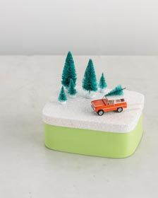 Craft Painting - Car Gift Topper . Very cute Wintery Christmas scene to decorate a gift with!