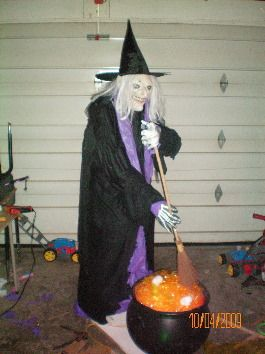 Step By Step - Brewing Witch - Life Size - easy to make. Effective too.