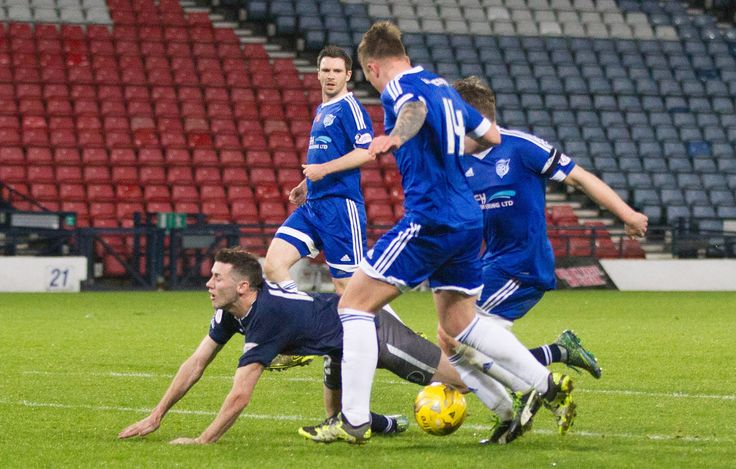 Queen's Park's John Carter in action during the Ladbrokes League One game between Queen's Park and Peterhead