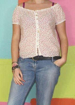 À vendre sur #vintedfrance ! http://www.vinted.fr/mode-femmes/blouses-and-chemises/29523271-t-shirt-chemise-dentelle-fleur-epaule-denude-loose-t40-42-vintage-printempsete-chicromantique