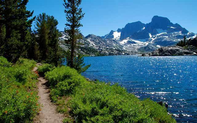 Lakeside footpath on the John Muir Trail in California's Sierra Nevada. Garnet Lake with Banner Peak in the background