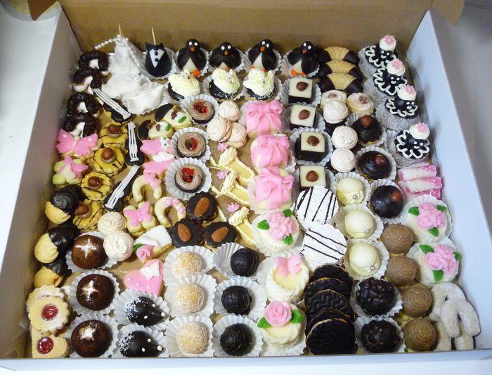 Drobné cukroví   Cukrárna Karamel - svatební dorty, slavnostní dorty, netradiční dorty, cukroví, marcipán