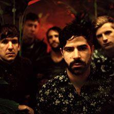 Foals - Al loro esordio con Antidotes nel 2007 hanno conquistato la stampa inglese che li ha eletti come una delle band più originali e coinvolgenti in arrivo da UK. Ora, con il terzo disco, Holy Fire, si apprestano a diventare una tra le realta' piu' eccitanti della scena musicale internazionale!