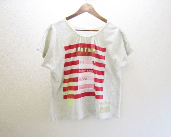 ドルマンスリーブのゆったりとしたTシャツです。3枚目はレディース9号のトルソーに着せた画像です。ローラーペイントとシルクスクリーンによるハンドプリントを施しお...|ハンドメイド、手作り、手仕事品の通販・販売・購入ならCreema。