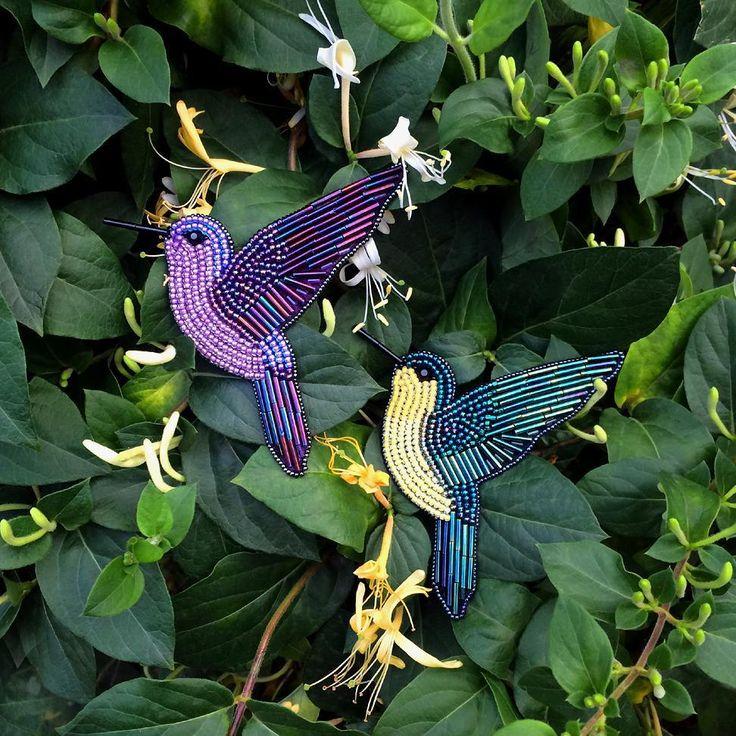 Beaded Hummingbird Pin - Embroidered Hummingbird - Embroidered brooch - Embroidered Hummingbird pin - Bird pin - Colobri pin - Beaded brooch - Beaded jewelry