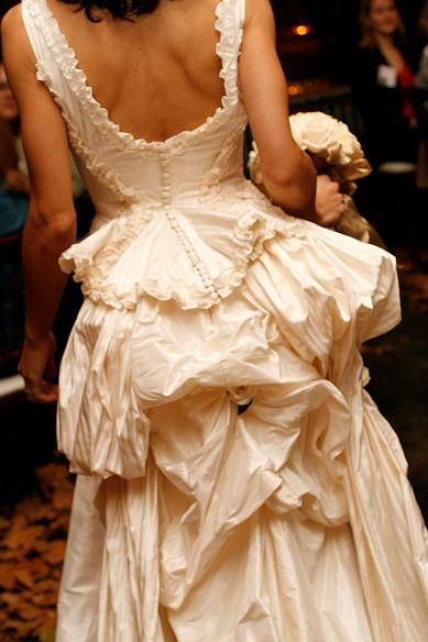 V custom design custom designed couture wedding dresses for Wedding dresses seattle washington