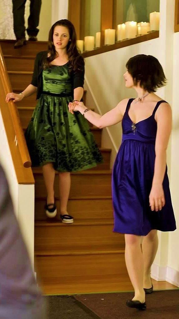I like Alice's dress