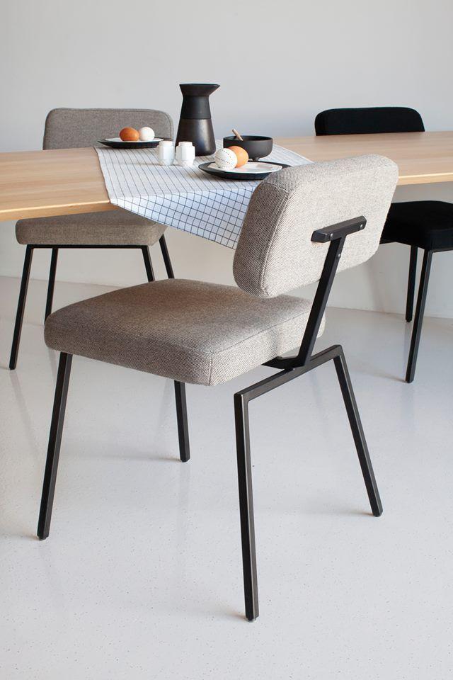 Eiken Stoelen Eetkamer.Studio Henk Stoel Ode Chair In Combinatie Met Eikenhouten Eettafel