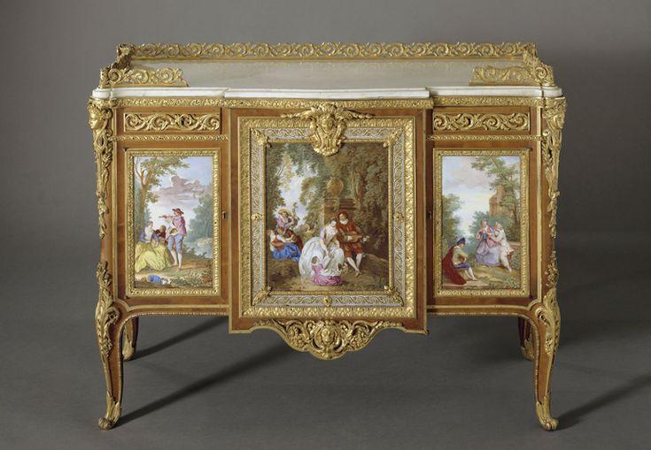 Martin CARLIN - Commode de madame du Barry  - 1772 - plaques de porcelaine de Sèvres - Louvre (NEOCLASSICISME : n'a pas abandonné courbes rocaille)