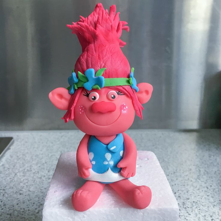 Fondant Princess Poppy Troll cake topper for Miss Laura