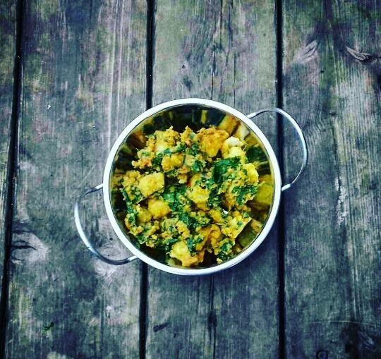 Saag+Aloo+-danie+Indyjskie+z+młodym+majowym+szpinakiem