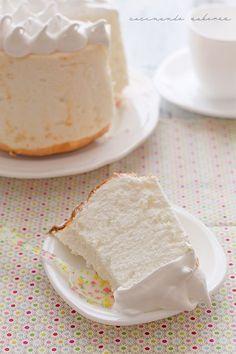 Receta angel food cake sin gluten, paso a paso. Un bizcocho ligero, con sabor a vainilla y decorado con merengue, ¡delicioso!. Apto para celiacos.