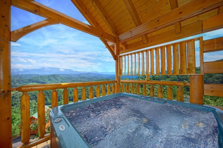Spectacular Views Cabin in Gatlinburg offers amazing views of the smoky mountains - sleeps 4