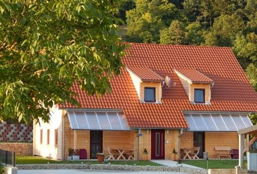 Holzblockhaus Stark Kelheim Offering free WiFi and a barbecue, Holzblockhaus Stark is situated in Kelheim. Regensburg is 18 km away. Free private parking is available on site.  All units feature a seating area with a satellite flat-screen TV and DVD player.