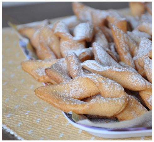 Another delicious Lithuanian treat - cookies apparently called Žagarėliais but my mum always called them Ozookies. •½ k (1 lb) flour with a pinch of salt •½ cup butter •6 egg yolks •2 whole eggs •30 g (2 Tbsp) sugar •1 cup sour cream •30 g (1 oz) rum •1 tsp vanilla extract •Powdered sugar •Oil for deep frying