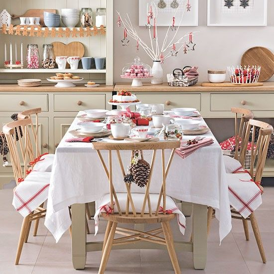 Cream and red Christmas dining room | Decorating