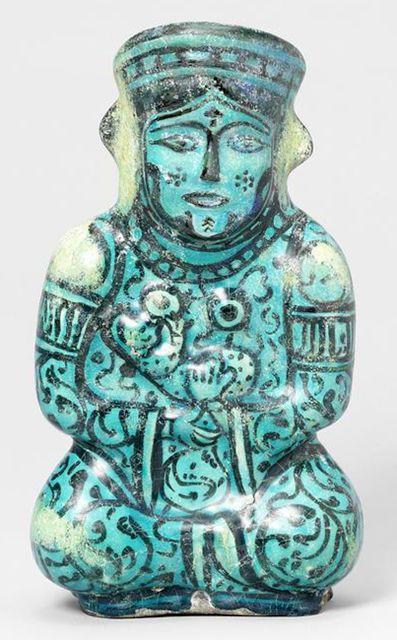 """Türk Selçuklu sanatında aslında bilinenin aksine """"Ana Tanrıça"""" İkonografisi sıkça işlenmiştir..Türk usulü bağdaş kurup oturmuş, Türk giysileri ile tasvir edilen Figürler genellikle kucaklarında bir çocuk ile birlikte görülür.. Resime tıklayın..."""