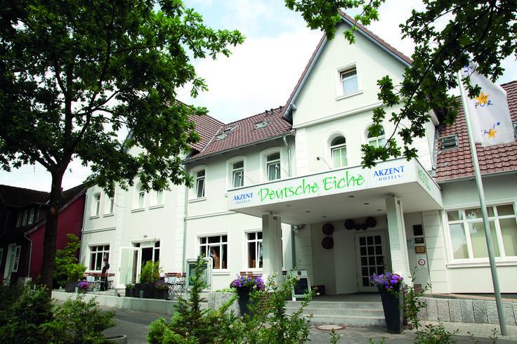 Es gibt viele Gründe unser Haus näher kennen zu lernen! Das Akzent Hotel Deutsche Eiche – ausgestattet mit 36 Zimmern – liegt mitten in der Lüneburger Heide und bietet Ihnen eine familiär-herzliche Atmosphäre.