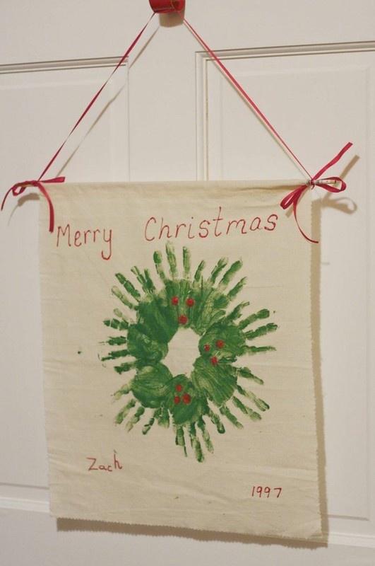I love this idea for preschool teachers: have every child make their mark! Voila, a wreath for the classroom door!