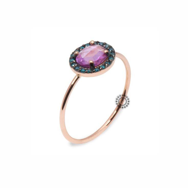 Μονόπετρο δαχτυλίδι από ροζ χρυσό Κ18 με ροζ ζαφείρι & μικρά πράσινα διαμάντια | Δαχτυλίδια με ορυκτές πέτρες ΤΣΑΛΔΑΡΗΣ στο Χαλάνδρι  #ζαφείρι #διαμάντια #μονόπετρο #δαχτυλίδι