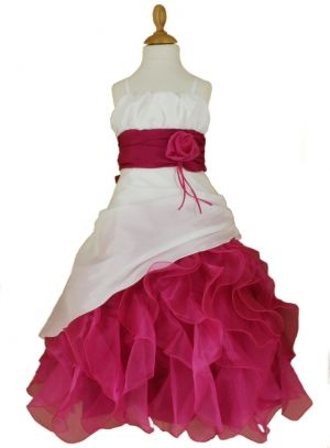 39,99 € - Robe enfant pour mariage de couleur ivoire et rose fushia. La tenue de cérémonie comprend une robe et une étole. La robe est en[...]