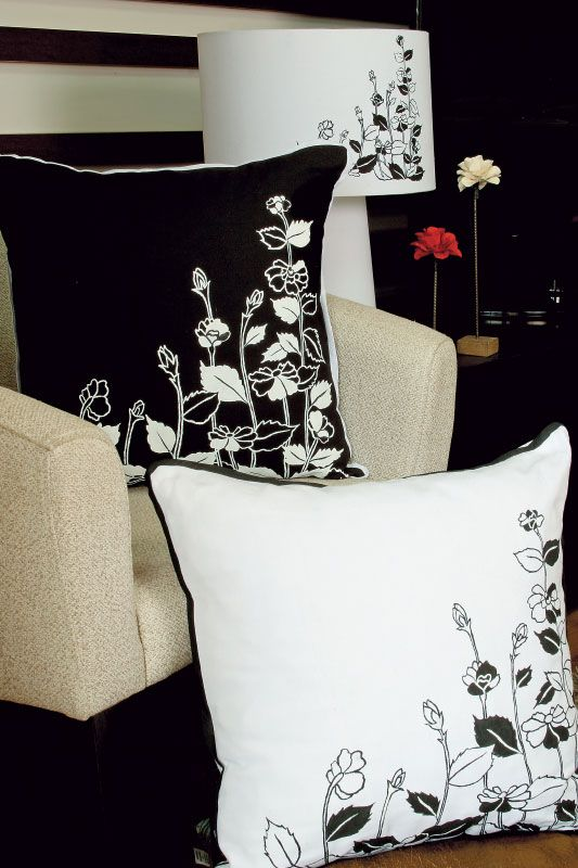 Almofadas com pinturaDecor Ideas, Glam Gorgeous, Pillows Color Pink, Párnák Pillows, Cushions, Almofadas Preto Branco, Painting Ems, Black, Pintura Tecnicas