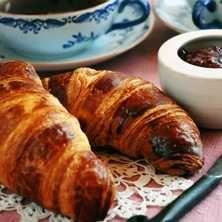 Croissant på färdig smördeg - Recept - Tasteline.com