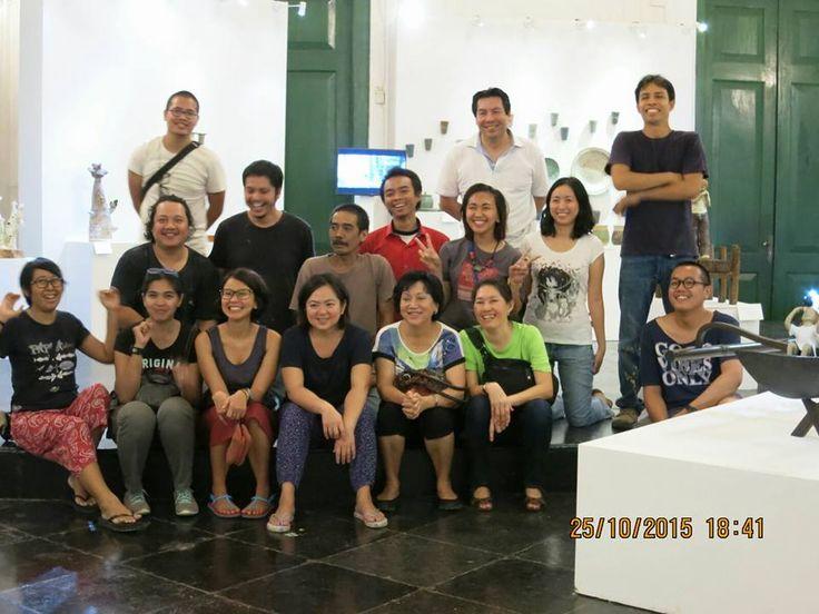 Geoffrey Tjakra 26 October 2015 · Edited  ·  Allowed on timeline Closing of pameran Identitas, 25 Oct 2015. — with Antin Sambodo, Ignasius Tommy, Bregas Harrimardoyo, Evy Yonathan, Kartika Sari and Ling Tjakra.
