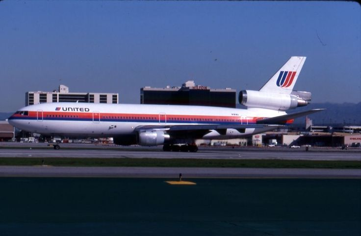 United Airlines DC-10-10 N1818U take-off at LAX in 1992   United airlines. New york attractions. The unit