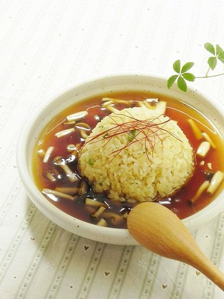 中華炒めペーストを使ってお手軽に作りました。あんかけを追加するだけで、炒飯もご馳走に早変わり!