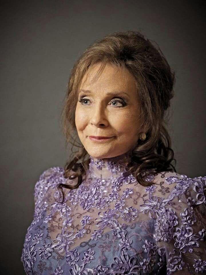 Such a beauty.... Love you Loretta .please. Get well soon. Xo