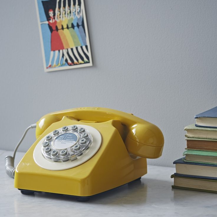Great vintage look telephone to add a touch of retro to your home. It has an original style bell ringer yet still has its modern functionalities for those wanting the look of the 70's but the practicality of today. Fun and quirky!