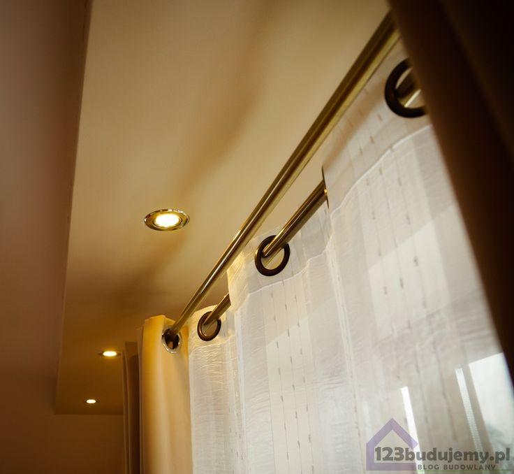 Gzyms pod sufitem z oświtleniem ozdobny sufit obniżony z oświetleniem punktowym led nas wyjściem na balkon - Regipsy, Sypialnia, Oświetlenie, Sufit, Sufit Podwieszany, Gzyms, Karnisz, Firany, Zasłony, Led