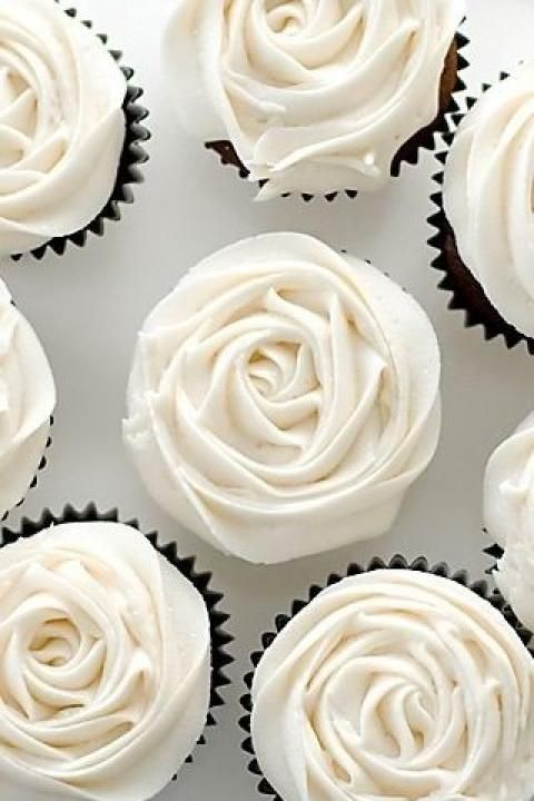 White rose cupcakes - such a simple yet adorable design for a wedding cupcake