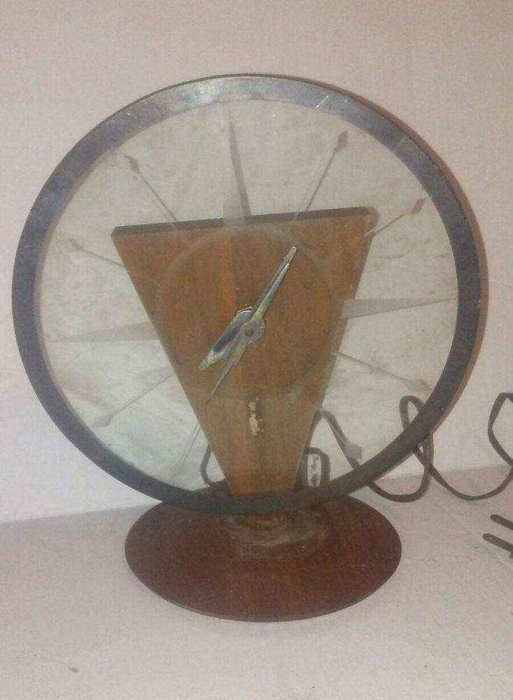 Vintage Round Art Deco Walnut wood & glass gunstock electric clock by Vernco #Vernco