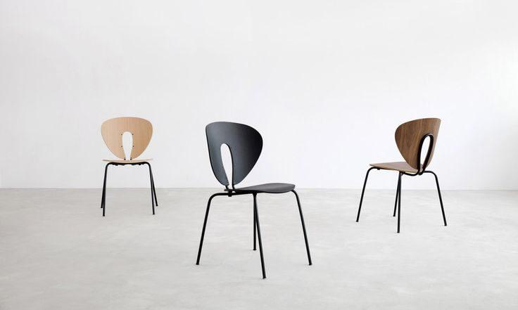 Black color helps us create sophisticated, deep and rich environments. The new black structure of the Globus chair is a statement of elegance when combined with black polypropylene or walnut.