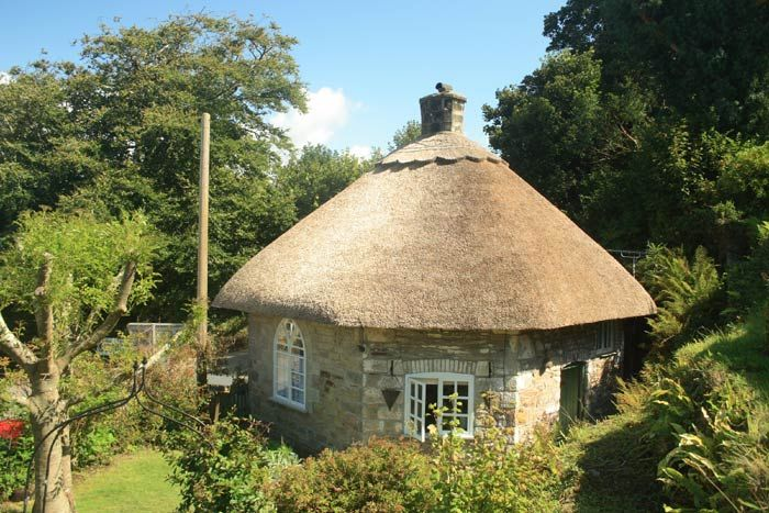 Thatched Cottage, Gweek, Cornwall, England. Accommodation available at the Snug B and B rated 10/10 by past guests.