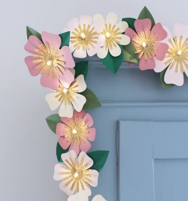 Easy DIY paper flower led light garland (free printable template) // Egyszerű papír virág fényfüzér (nyomtatható sablonnal) // Mindy - craft tutorial collection // #crafts #DIY #craftTutorial #tutorial